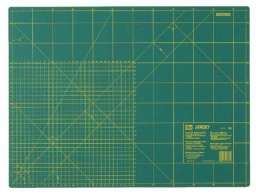 611374 - Cutting Mat for Rotary Cutters with cm and Inch Scale